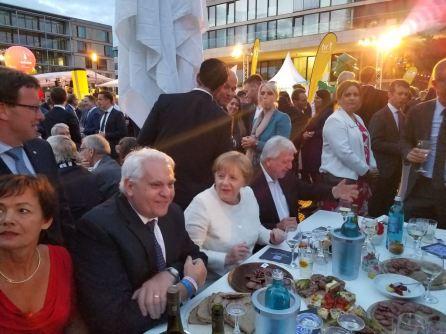 Frank mit Angela Merkel und Volker Bouffier