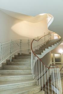 Im Treppenhaus gibt es sogar eine Vorrichtung für einen Treppenlift zum 1. Stock!